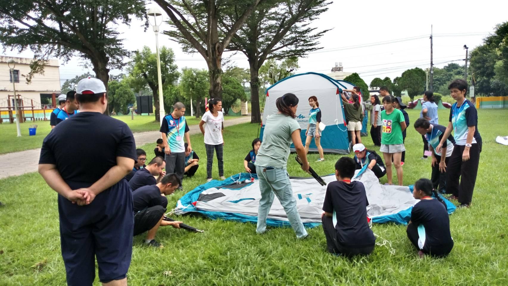 分享文章萬丹日間作業設施的師生, 到崙川露營區體驗搭帳棚、露營。 大家都玩得不亦樂乎呢!  &nb […]