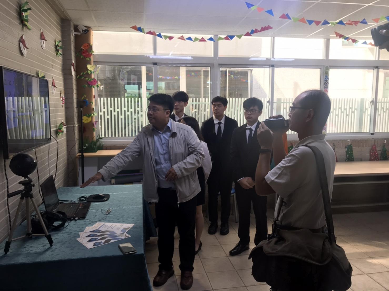 分享文章蘋果日報記者採訪屏東小作, 屏東大學為本會開發虛擬商店 (VR) 作業系統, 訓練孩子至7-11購物方 […]